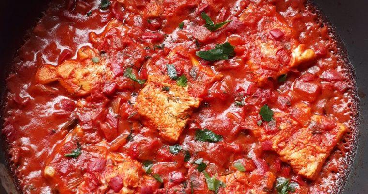 Пъстърва с доматен сос на фурна