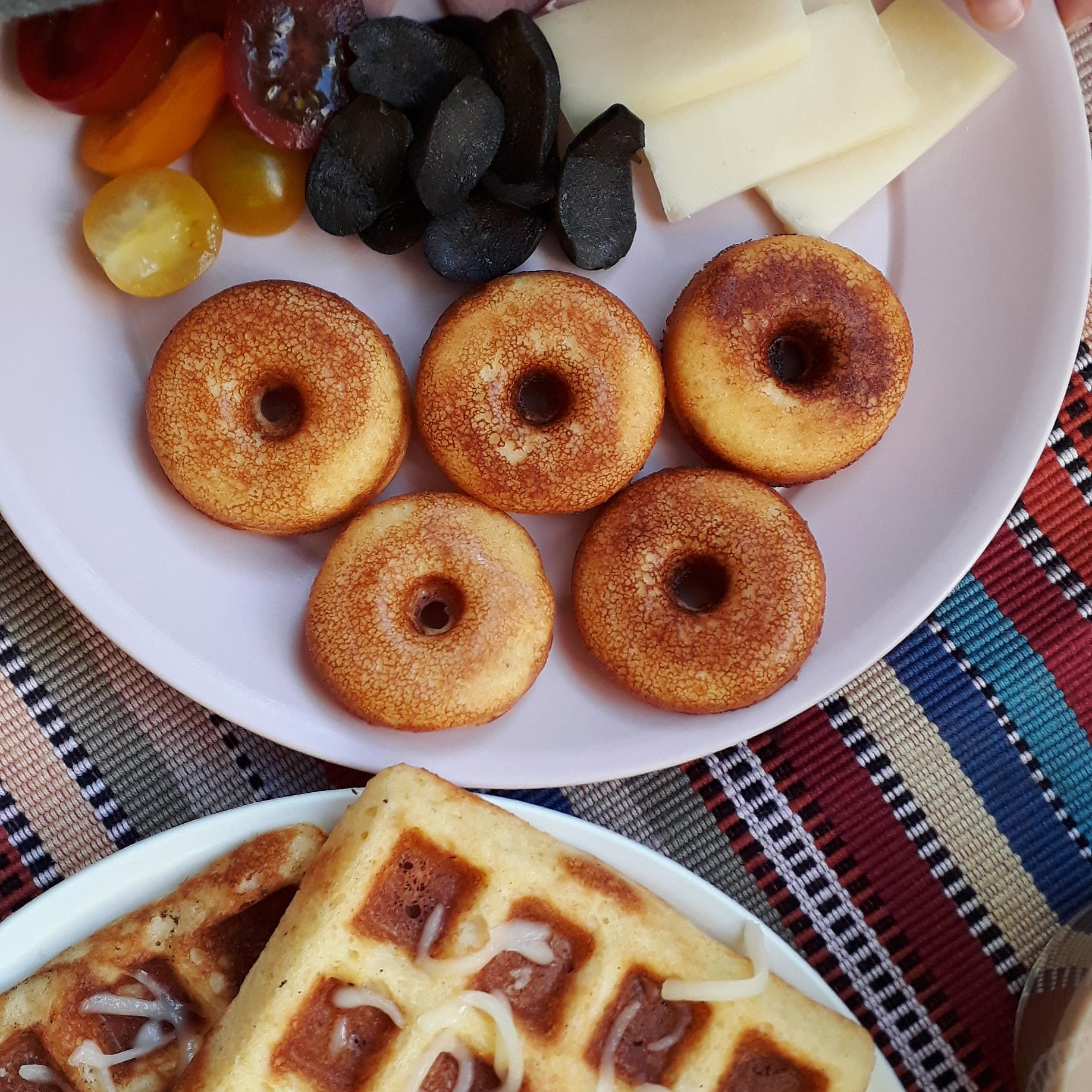 Бадемови понички и гофрети